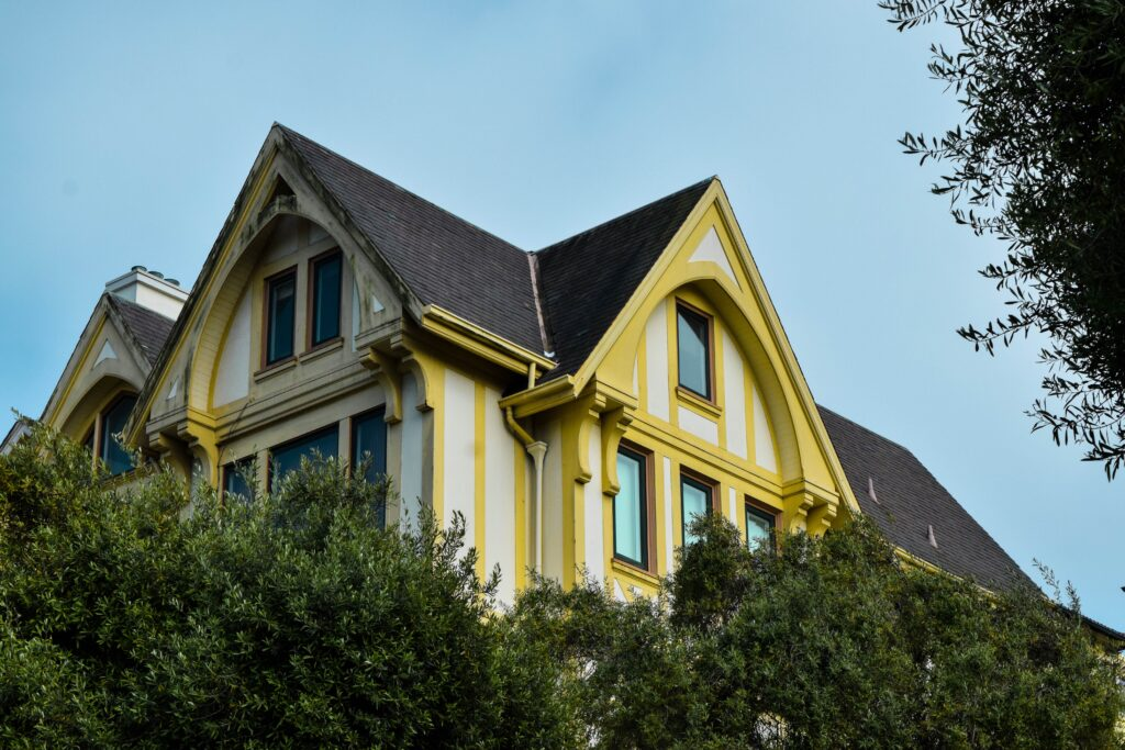 When to Repair and When to Replace Your Roof