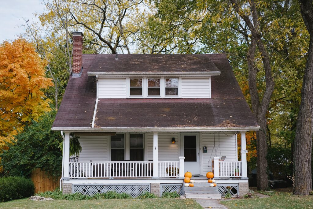 Best Roof Maintenance Tips for Fall